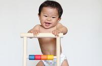 【おもちゃ選び】時期別に用意しよう。赤ちゃんの体を育むおもちゃ