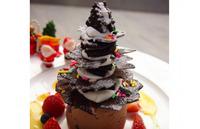クリスマスディナーをしめくくるは、とっておきのツリーケーキ☆