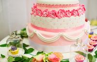 結婚式のひそかな楽しみ!カラフルなケーキで甘~いおもてなし