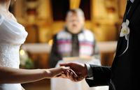 新郎新婦の年齢によって変わる?結婚式の費用相場