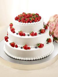 幸せ度100%の王道ウエディングケーキ