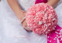 結婚式当日、新郎新婦はどんな服装で会場に向かえばいいの?
