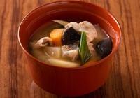 「一汁三菜」を手軽に叶えて、家庭的アピールできる「豚汁」レシピ