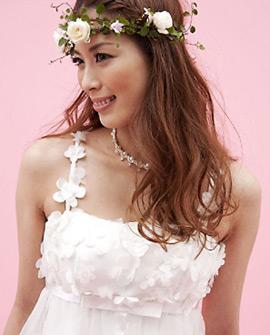 フェアリーなムードのロマンティックドレス