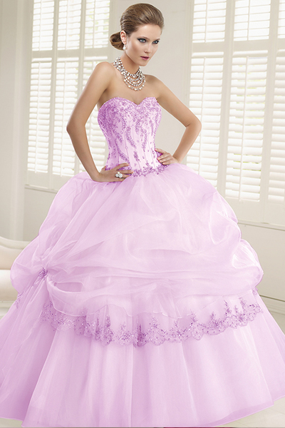 ラベンダーカラーのドレス