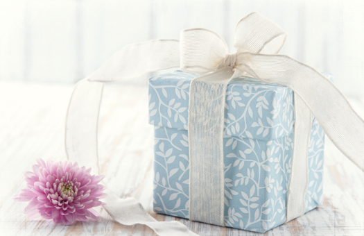 ba541e0a7abdc 結婚式二次会に渡したい、新郎新婦へのプレゼント - ぐるなびウエディングHOWTO