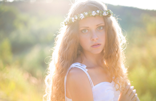憧れのウェディングヘアスタイル!花冠でナチュラルに , ぐるなびウエディングHOWTO