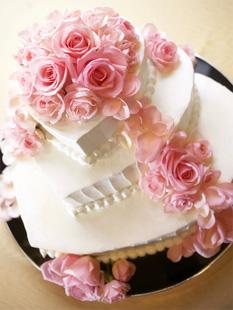 ハート型の三段ケーキ