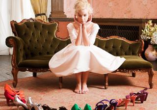 ホワイトドレスに合わせたい!キュートなカラーシューズ