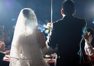 緊張ゆえに起こる感動や笑いは必見!参考にしたい結婚式の新郎挨拶動画まとめ