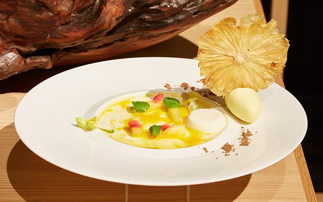 季節の果実を使用したデザート