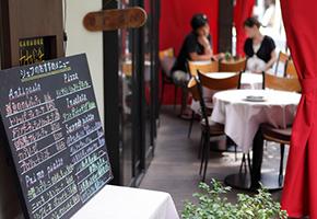 レストランウェディングには「会費制」と「ご祝儀制」がある