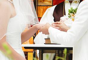 結婚式の日取り決めはどのタイミングで行うのがベスト?