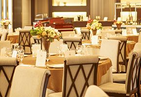 披露宴or食事会のどちらのスタイルを選ぶべき?