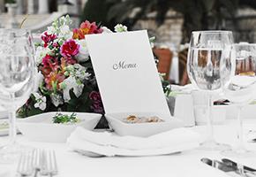 結婚式で親族はどんな立場?