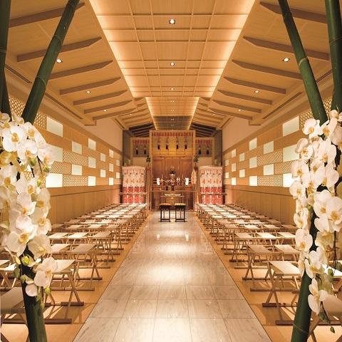ひかりと木の優しい神殿。浅草神社の分社。本格的な神前式が館内でできる