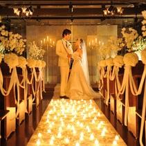 厳かなチャペルの結婚式