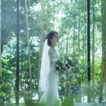 自然の緑とやさしい光が花嫁をより美しく輝かせる