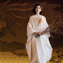 モダンで美しい白無垢姿の花嫁