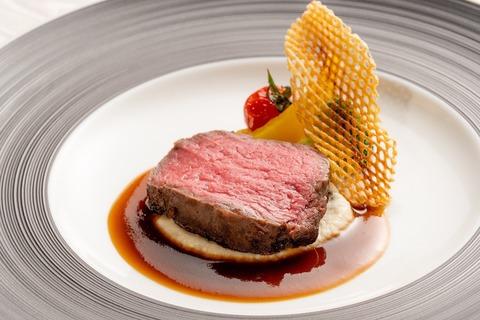 10000円 特選牛フィレ肉のロースト 風味豊かなマデラ酒とセロリラブのソース