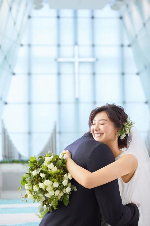 夫婦の始まりは光り輝くチャペルから