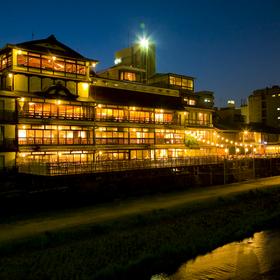 鴨川の畔に佇む国登録有形文化財