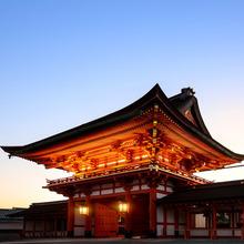 朱の社殿で誓う、日本の美しき結婚式を実現