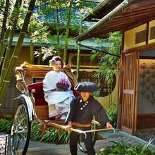 京都らしさあふれる東山の邸宅で記念撮影