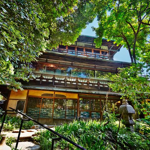 静寂な森とゆったりとした時間の流れに、心穏やかな1日を過ごせる京都の隠れ家。