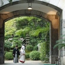敷地内には美しい日本庭園も