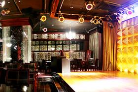 ステージと客席の距離は、お客様も大満足!