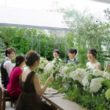 屋上ガーデンテラスでナチュラルウェディングが叶う