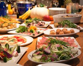 地元食材を使用したビュッフェスタイル