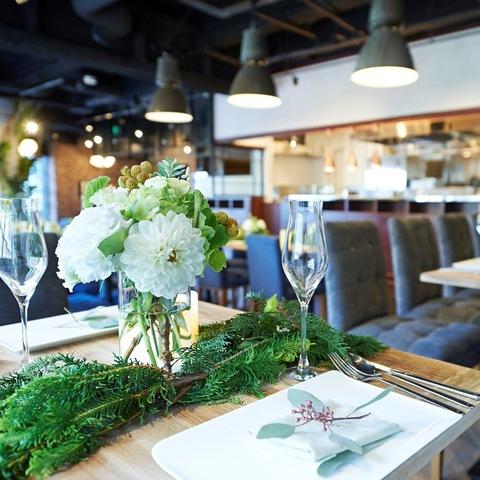 木目調のテーブルに合わせて緑を中心としたナチュラルなテイスト!