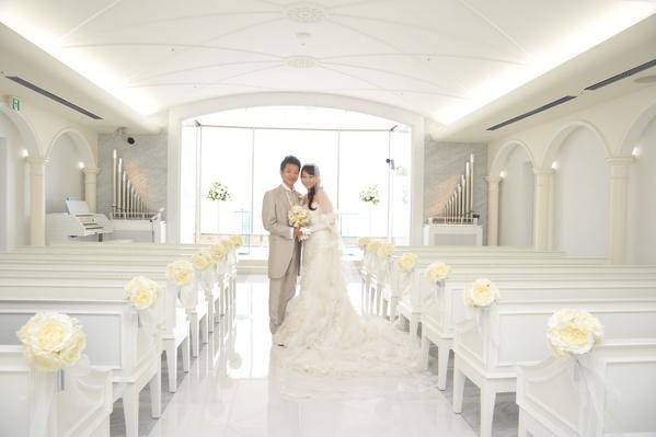 フランスの大聖堂をモチーフにした、美しい純白のチャペル