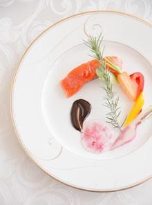 料理は和洋折衷のコンテンポラリースタイル