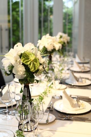 ナチュラル感満載の生花は会場にピッタリ。テーブルクロスに合せたコーディネートが自由にできます。