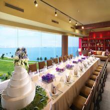 最上階の眺めの良い会場でアットホームな結婚式