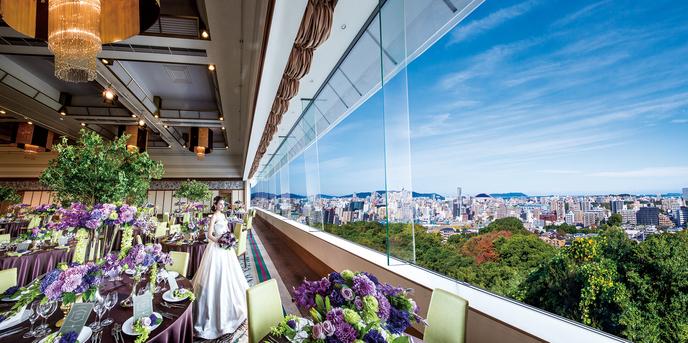 天井高が8mもあり窓からはヤフオクドームや福岡タワーを眺める