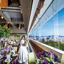 8mの天井高。窓からはヤフオクドームや福岡タワーが眺められる