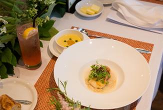 冷製コーンスープと真鯛のポワレ(一例)