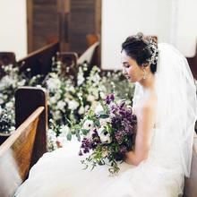 花嫁を導く30mのバージンロードは純白のドレスが映える