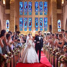 200年の歴史ある大聖堂でゲストからあたたかな祝福をうけて