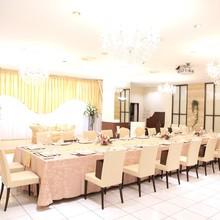 親族とのアットホームな宴内人前結婚式