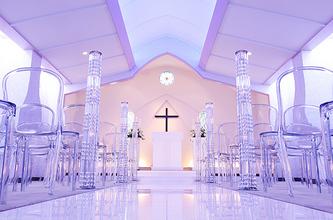 サムシングブルーの光とオルガンの音色に永遠の愛を誓う提携式場