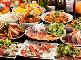 お食事は基本、ビュッフェスタイルとなります。お好きなお料理をお好きな分だけお取りください。