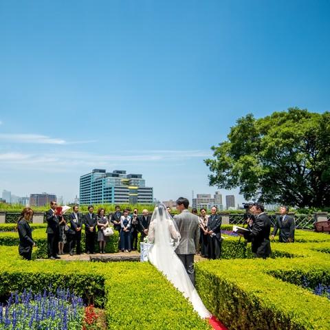横浜を一望できる庭園で挙式