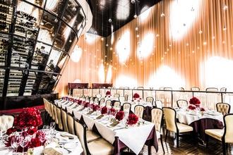 銀座で存在感を放つミキモトビルの中にある美食レストラン
