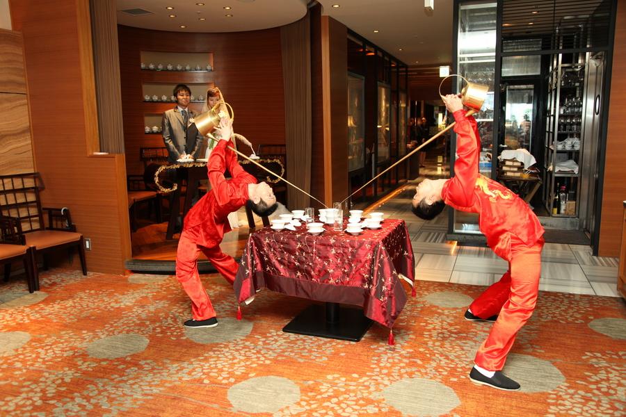 アクロバティック!!茶芸師の舞