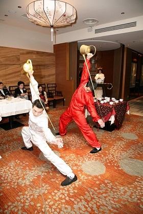 茶芸師の舞による水合わせの儀